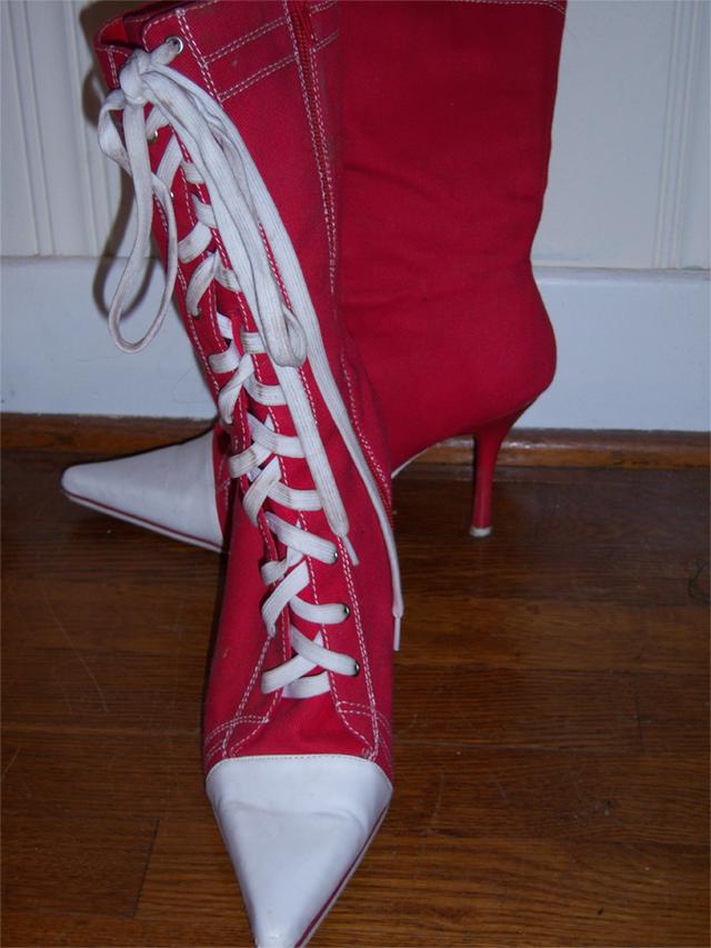 a927a175f07a Stilettos + Converse   Awesome - Chuckverse.com